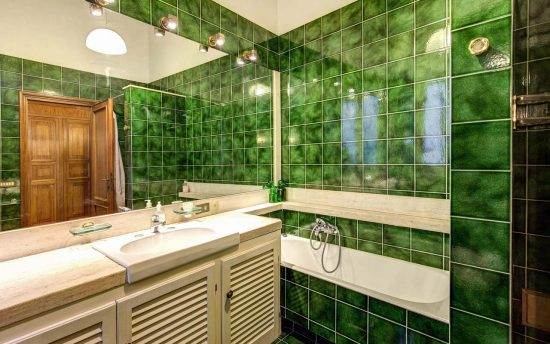 Apartment in rome center. Bathroom Mirrors with Fantastic Bathtube | Apartments in Rome, Italy