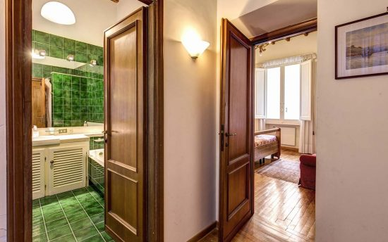 Apartment in rome center. Double Wiew Bathroom and Bedroom in Luxury Apartment | Accomodation in Center of Rome, Italy