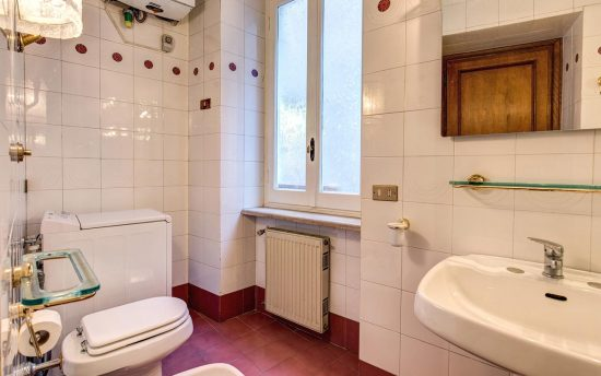 Apartment in rome center. Functional Bathroom with Modern Shower | Luxury Apartment Rome Italy