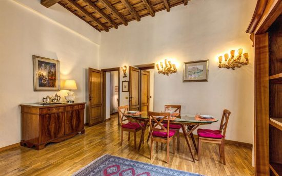 Apartment in rome center. Wonderful Lunchroom with Crystal Table and Ceiling with Wooden Beams | Apartments in the Center of Rome, Italy